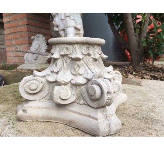 Pied de colonne style corinthien