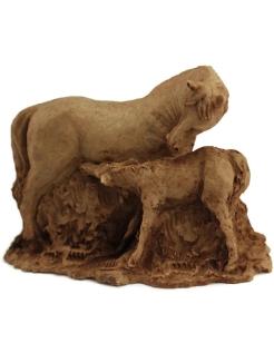 Statuette jument allaitant son poulain