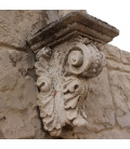 Wall-mounted bracket in acanthus leaf shape