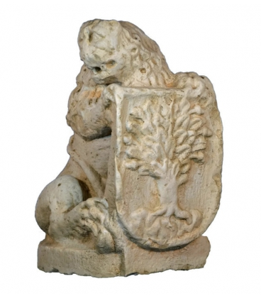 Lion with shield right side