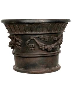 Cache-pot avec décors de guirlandes