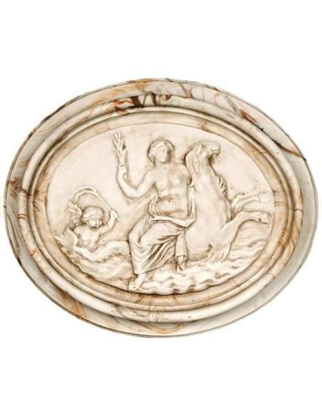 Medallón mujer desnuda montada en caballitos de mar, rodeada de ángel