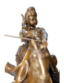 Princesse chinoise jouant au polo et sautant à cheval par Miguel Fernando López (Milo)