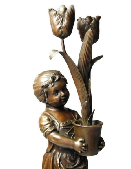 Candelabro niña con tulipanes Modernismo de Miguel Fernando López (Milo)