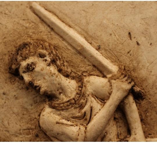 Bas relief scène de gladiateur romain