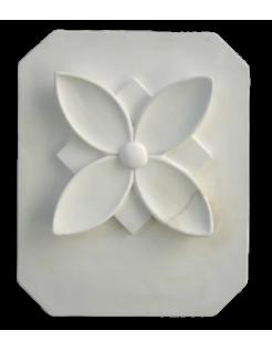 Cuatro hojas estilizadas