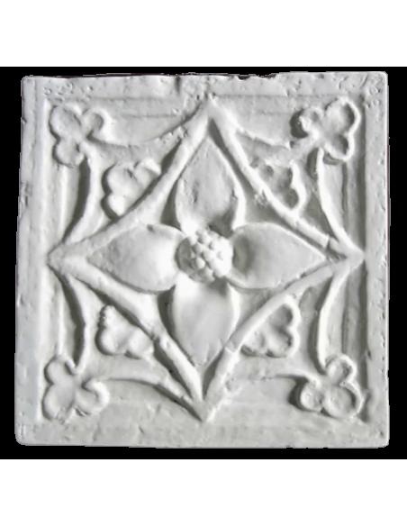 Ornamento floral de un pilar del siglo XVIII