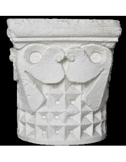 Capitel con decoración geométrica del siglo XII