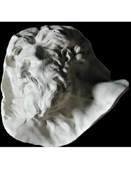 Diógenes por Pierre Puget, detalle del relieve esculpido de Alexandre y Diógenes