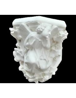 Mensula con ángel mirando a la izquierda