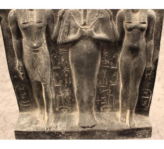 Bas relief d'Horus, d'Isis et d'Osiris