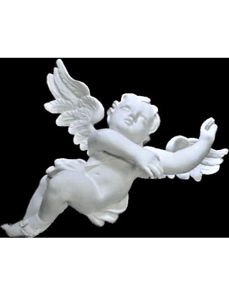 Statue d'ange volant dans le ciel.