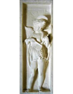 Bajorrelieve ángel tocando el laúd