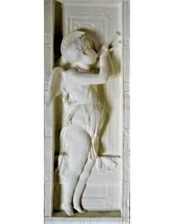 Bas relief ange jouant de la flûte double