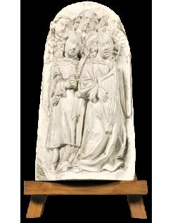 Bajo relieve coro de ángeles cantando versos de la Biblia y tocando la lira