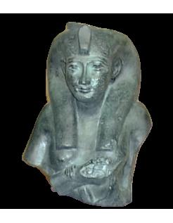 Busto de Chepenoupet II representada en los rasgos de la diosa Isis