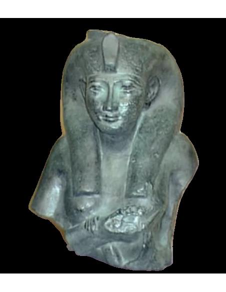 Buste de Chepenoupet II représentée dans les traits de la déesse Isis