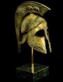 Casque corinthien en bronze avec symbole de dauphins