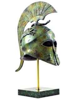 Yelmo de la diosa Atenea con grifos