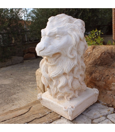 Head of lion in reconstituted stone